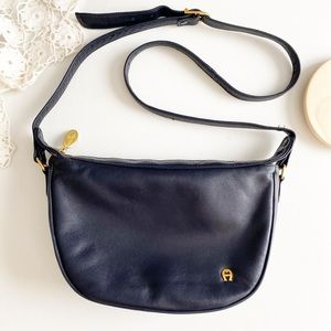 Etienne Aigner navy leather purse